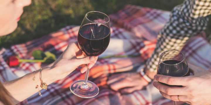 3 formas sencillas y efectivas de abrir una botella de vino sin abridor
