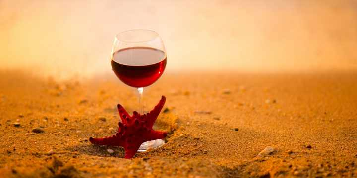 7 errores que debes evitar para disfrutar del vino tinto en verano