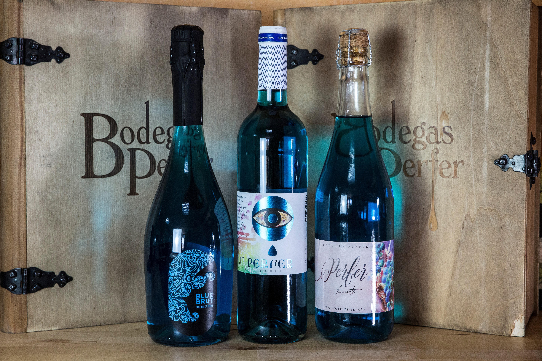 Ya conoces el vino azul. ¿Con qué comida combina mejor?